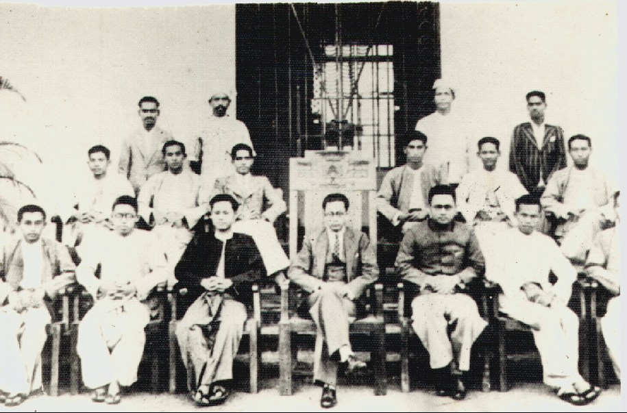 Rangoon University Students' Union Committee (1936?). Ko Aung San is front row third from left.